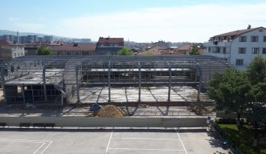 Orhangazi Spor Salonu'nun dış cephesi belirginleşti