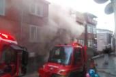 Beyoğlu'nda bina yandı, bütün mahalleyi duman sardı