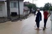 D-650 karayolunda su baskını nedeniyle sürücüler zor anlar yaşadı