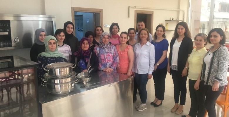 Denetimli serbestlikten yararlanan kadınlara aşçılık eğitimi