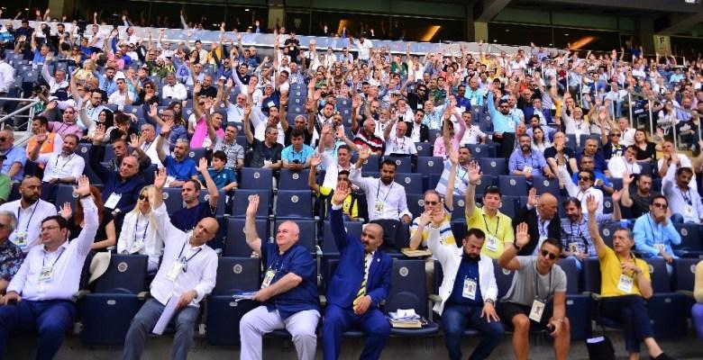 Fenerbahçe'de Başkan Ali Koç yönetimi ibra edildi