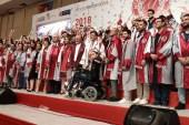 İstanbul Yeni Yüzyıl Üniversitesinde mezuniyet sevinci