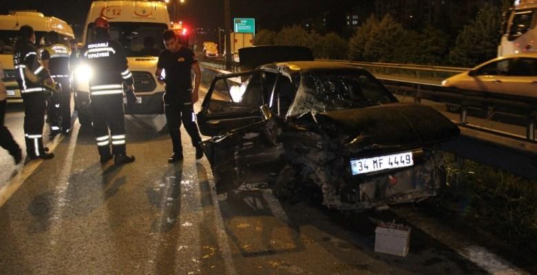 Kocaeli'de otomobil yolcu otobüsüne çarptı: 2 yaralı