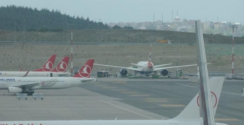 Londra'ya giden uçak İstanbul'a zorunlu iniş yaptı