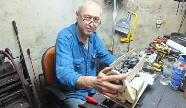 (Özel) 119 yıllık torna makinesiyle tamirat yapıyor