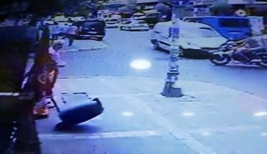 (Özel) Avcılar'da motosikletteki kasksız gençlerin ölümden döndüğü anlar kamerada