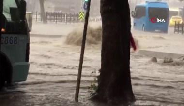 Pendik'de yoğun yağış nedeniyle yolları su bastı