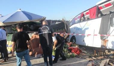 İstanbul Havalimanı'ndan yolcu taşıyan otobüs elektrik diğerine çarptı: 1 ölü, 8 yaralı