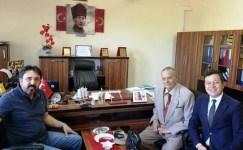 87 yaşındaki emekli müdür genç neslin yanında