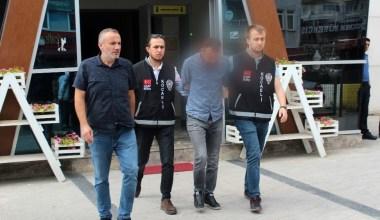 Turisti otoyolda indirip parasını gasp ettiği iddia edilen taksici serbest kaldı