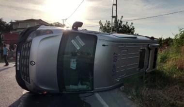 Okul servis aracı takla attı. Çok sayıda öğrenci yaralandı.
