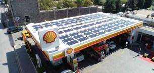 Akaryakıt istasyonun elektriği güneşten sağlanıyor