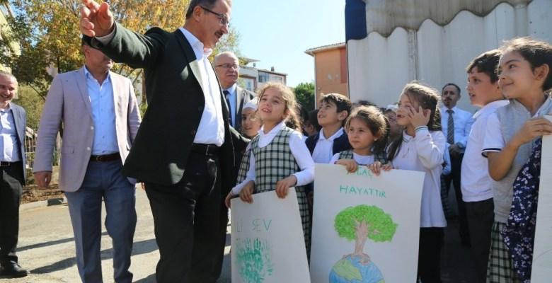 Başkan Köken, minik öğrencilerle fidan dikti