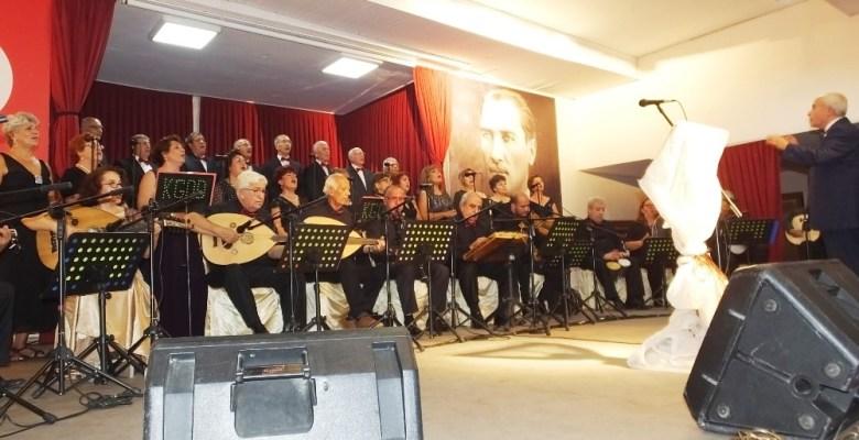 Burhaniye'de sonbahar konseri coşturdu
