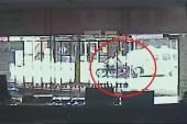 Motosiklet sürücüsünün ayağının koptuğu kazanın görüntüleri ortaya çıktı