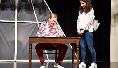 Usta oyuncu Ferhan Şensoy, Beylikdüzü'nde izleyicisiyle buluştu