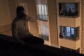 Yakalanacağını anlayan azılı kapkaççı çatıya çıkıp intihar etmeye kalkıştı