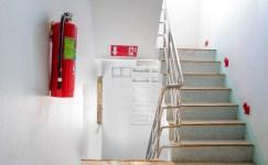 """""""Yangın merdiveni kapısını kilitli tutmak hayati risklerin yaşanmasına neden oluyor"""""""