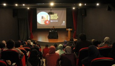 """Yazar Fatma Barbarosoğlu, """"İletişimsizlik çağımızın en büyük problemlerinden biridir"""""""