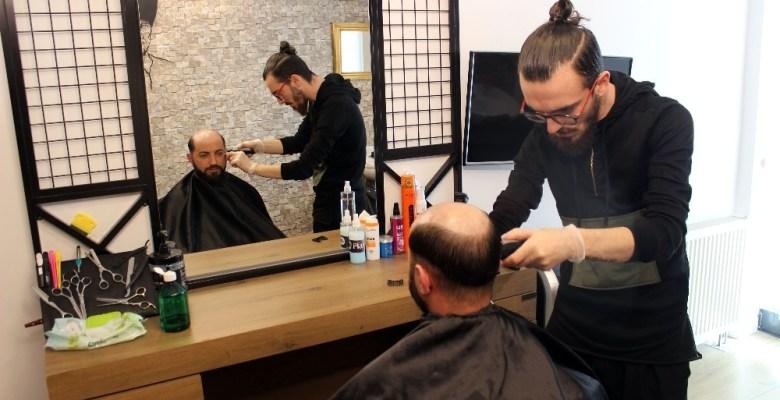 (Özel) Protez saç işlemi yaptırdı hayatı değişti
