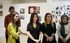 SAÜ'de temsili fotoğraflar sergisi açıldı