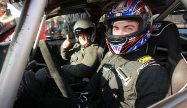 Özel çocuklar yarış pilotu olmanın heyecanını yaşadı