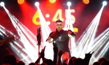Kendine has sahne performansı ile hayranlarını her konserinde coşturan Hayko Cepkin Muğla 6 45'te sahne