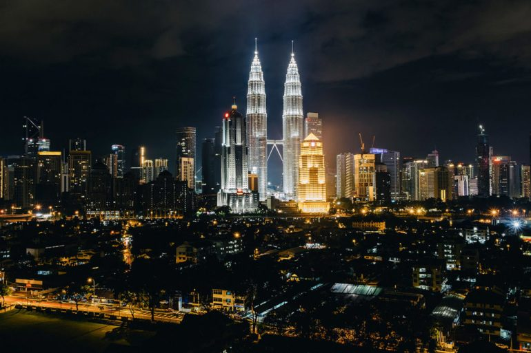 Petronas nocą