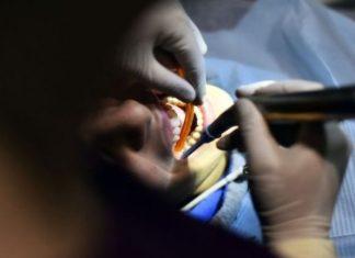 denturologue