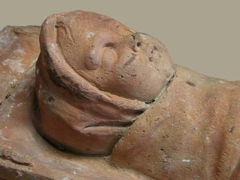 800px-Bébé_Ex-voto_gallo-romain_Musée_Saint-Remi_120208