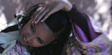 506802547-haarpflege-berber-marokkaner-16-17-jahre