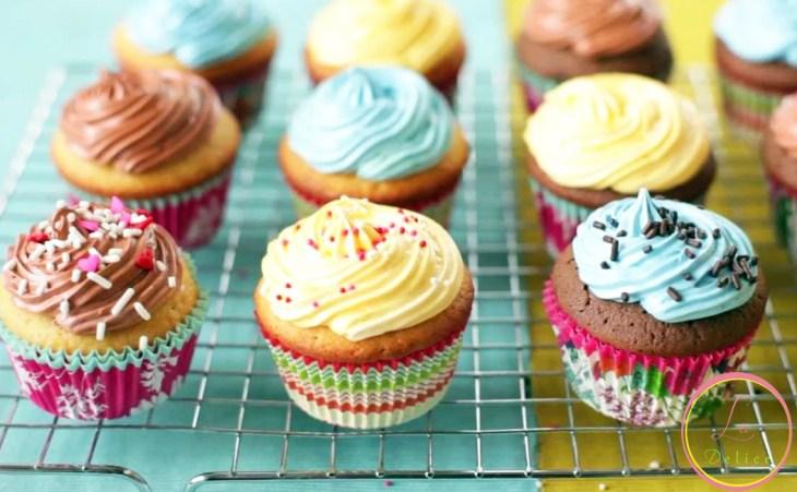 Un plaisir gourmand avec un assortiment de 24 mini ou grands cupcakes