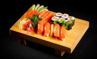 assortiment 42 pièces de sushi a 120 dhs seulement au lieu de 300 dhs