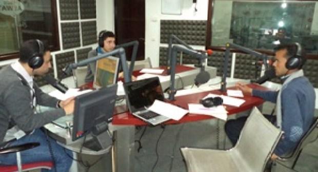الاساتذة المجازون المقصيون يفحمون وزارة التربية الوطنية في شخص الزرهوني عن مديرية الموارد البشرية على الهواء مباشرة في برنامج حواري على اذاعة أصوات