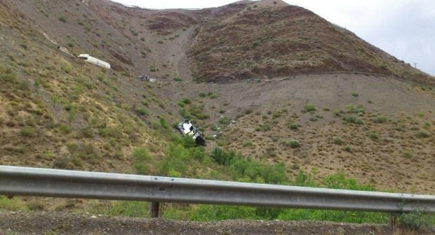 حافلة تنقلب بممر تيشكا