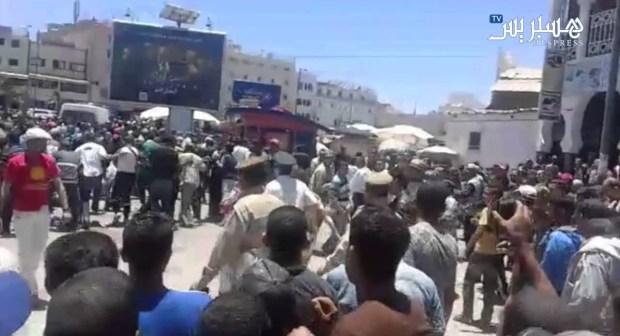فيديو: لحظة اخراج رجال الأمن لفتاتي انزكان