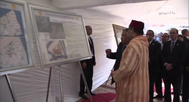 """لأول مرة، ملكنا الحبيب محمد السادس يمشي بمساعدة """" العكاز """""""