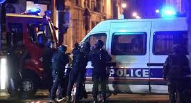 الشرطة الفرنسية تمنع الجمهور و اللاعبين من الخروج من ستاد فرنسا لدواعي أمنية