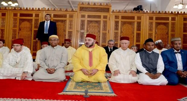 S.M. le Roi, Amir Al Mouminine, accomplit la prière du vendredi à la Mosquée d'Antananarivo