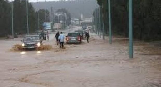 10 دقائف من الأمطار تغرق مريرت وتقطع الطرق الرئيسية