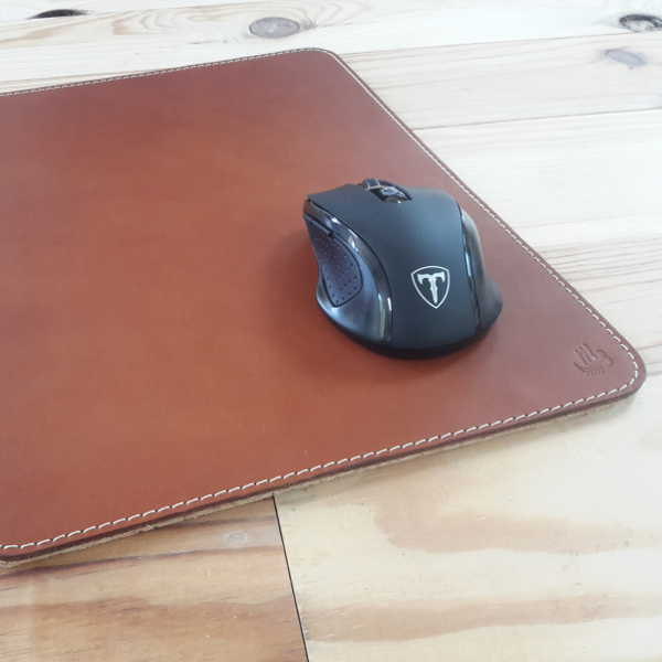 tapis de souris en cuir marron et couture sellier 32x24 cm