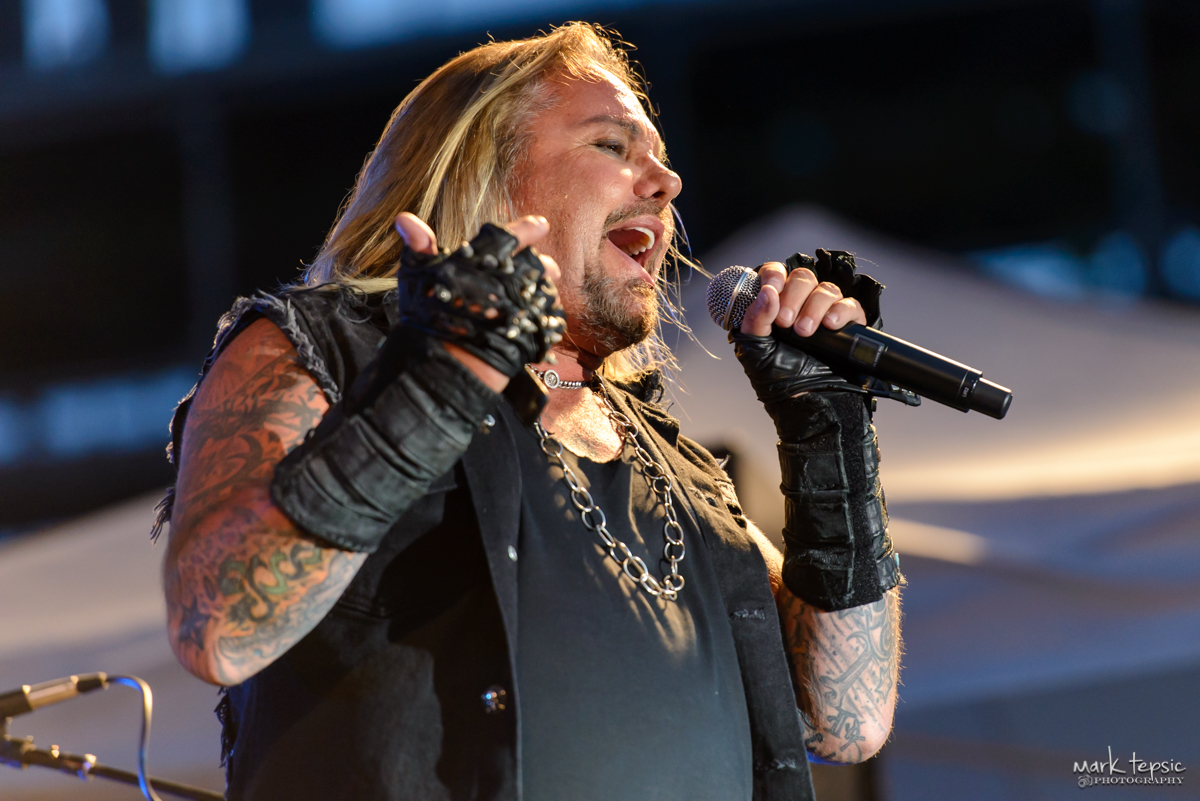 PHOTOS Vince Neil  Elitch Gardens  07292017  Marquee