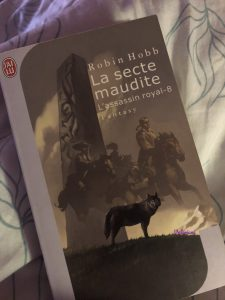 La secte maudite, volume 8 de la série L'Assassin Royal de Robin Hobb