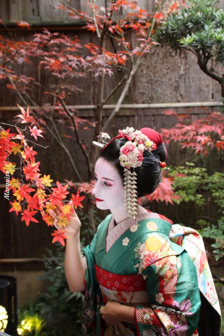 sewing geisha japan