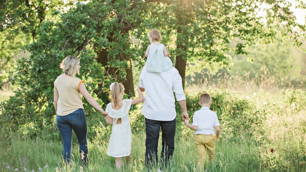 How-to-Make-Charitable-Giving-a-Family-Tradition-Wordpress