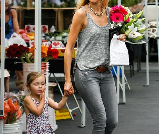 How Is Kimberly Stewart Co Parenting Her Baby Daughter With Ex Boyfriend Benicio Toro Married Biography