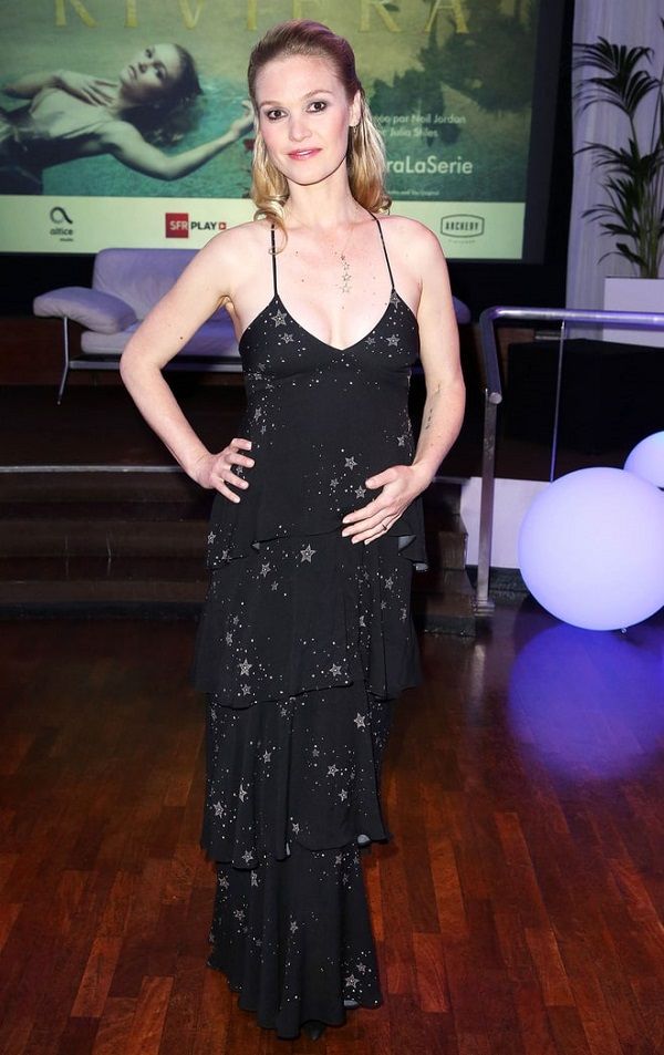 Julia Stiles Is Rocking Her Pregnancy In Classy Way With