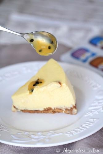 Cheesecake à la mangue accompagné d'un coulis de fruits de la passion