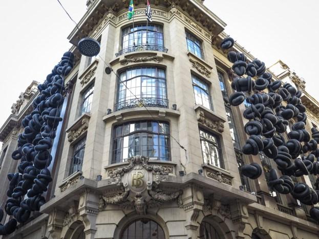 Centro Cultural Banco do Brasil. Aquí funcionó la primera oficina del Banco de Brasil en São Paulo. En el año 2001 fue transformado en centro cultural. Dentro del edificio todavía pueden verse elementos del antiguo banco, como los mostradores o las enormes cajas fuertes.