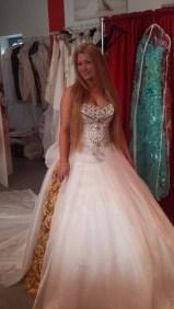 Brautkleid mit 10000 Swarovski Elemente
